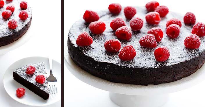 Jednoduchá, rýchlo hotová, no napriek tomu veľmi efektná. Aj takáto je Čokoládová torta bez múky len z troch ingrediencií. Pozrite si návod ako postupovať