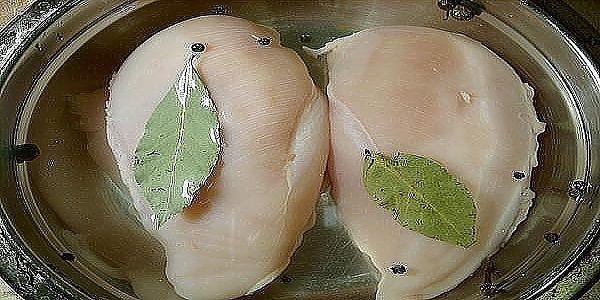 Вкуснейшая Куриная Пастрома.  Это блюдо можно приготовить вместо колбасы на бутерброды. Приготовленное по этому рецепту куриное филе получается очень сочным с насыщенным ароматом французских трав.