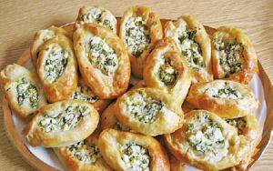 Leckere Schafskäse Brötchen ✔ schmecken warm gut zu frischem Salat ✔ und sind als Partysnack ✔ perfekt geeignet. Die Brötchen sind sehr schnell zubereitet