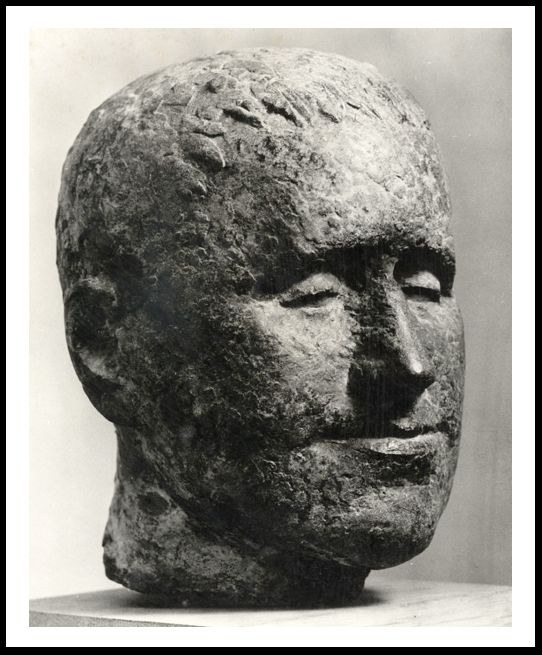 Käthe Kollwitz         Gustav Seitz nació el 11 de septiembre de 1906 en Mannheim-Neckarau, Alemania. Era escultor, dibujante y ...