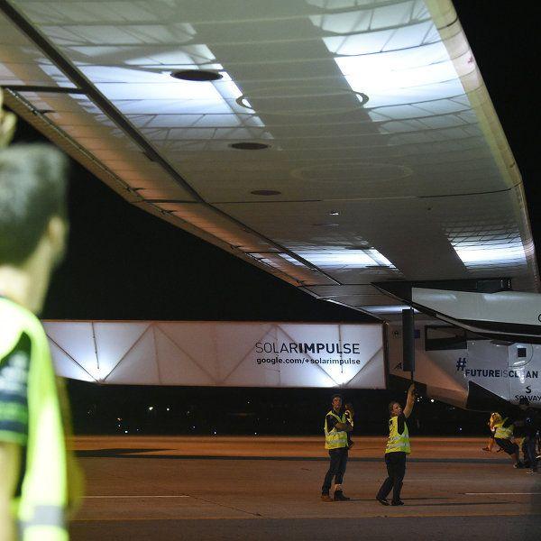 Самолет Solar Impulse 2 возобновит кругосветку в апреле 2016 года   РИА Новости