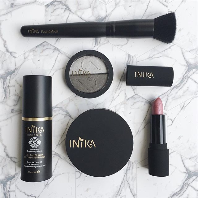 Oh hiiii Sunday morning. Just a little flatlay of INIKA Organic, the world's #1 Certified Organic makeup brand for you. Ethical, Vegan, Halal, cruelty-free. All products available now at Kiana Beauty Melbourne .