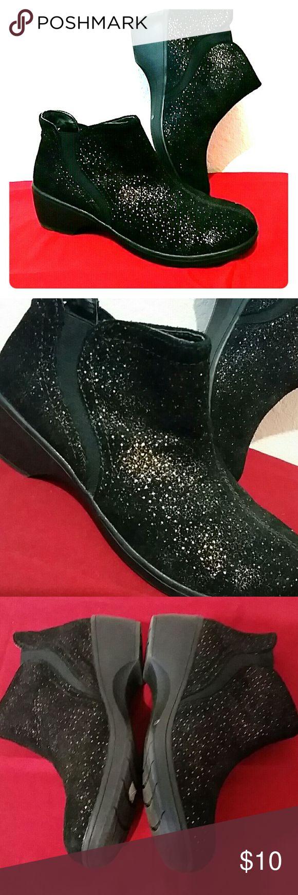 Skechers Flexibles w Memory Foam booties sz 9.5 Skechers sparkly black suede Flexibles with Memory Foam size 9.5 Skechers Shoes Ankle Boots & Booties
