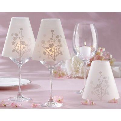 Que te parece decoración las mesas de tu Evento con copas de vino iluminadas con una luz ténue que trasluce tu temática, una flor, hadas,... lo que tu desees...sueña con una decoración bellisima y delicada con Cecilia Moya Eventos.