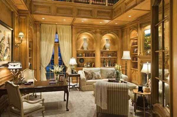 séjour doré avec des meubles gothiques