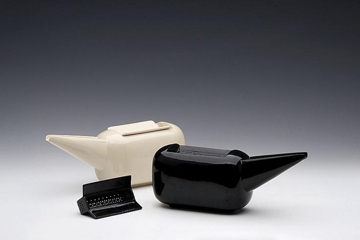 simona gleissnerova - tea pot, porcelain,  2007