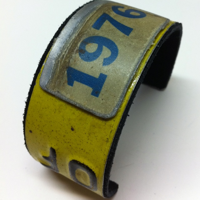 Vintage license plate bracelet...I think I'm going to try and make one of these...
