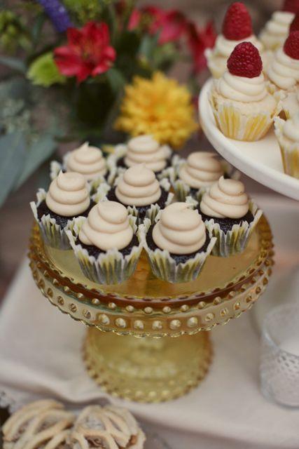 Cupcakes.....cake plate