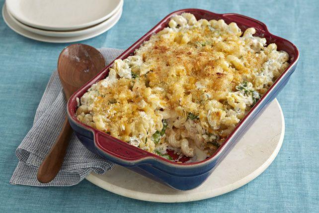 Ce délicieux macaroni crémeux au fromage est généreusement garni de cœurs d'artichauts et d'épinards, puis recouvert d'une chapelure croustillante. Plat végétarien idéal, il plaira à tous, végétariens ou pas!