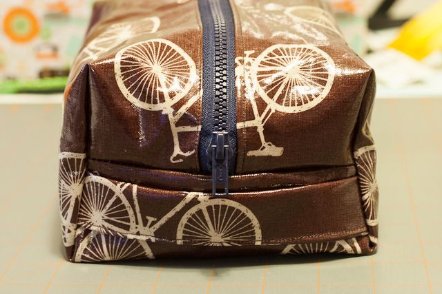 DIY tutorial for making toiletry bags.  I am going to use this to store my first aid supplies for the motorcycle. AH