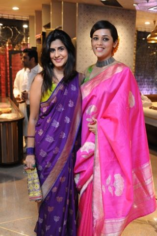 the sarees are so pretty! *heart*