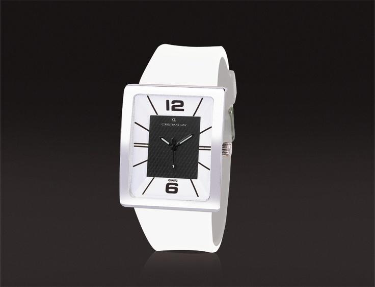 Relógio com caixa metálica.  Cristal mineral.  Correia de silicone.  19.00€