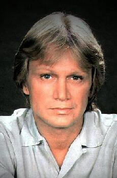 Claude François 1 February 1939 – 11 March 1978), also known by the nickname Cloclo, was pop singer, songwriter and dancer./ son of  French father and  Calabrian mother, François was born in Egypt, in the city of Ismaïlia