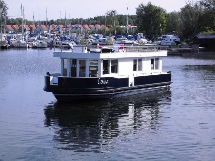 Führerscheinfrei - die HausYacht ist komfortabler als andere Hausboote. Und damit perfekt für den relaxten Yacht-Urlaub auf der Müritz.