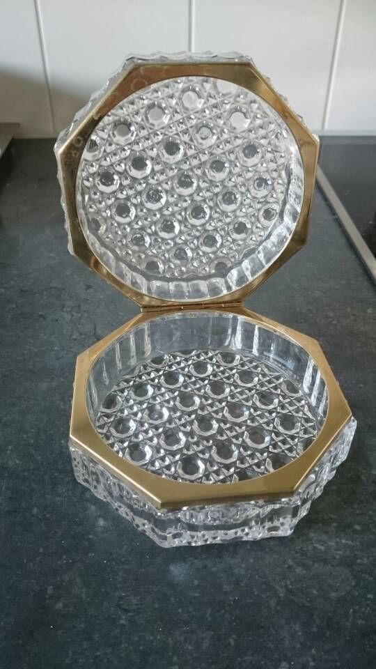 Bekijk dit items in mijn Etsy shop https://www.etsy.com/nl/listing/569014075/faceted-cut-crystal-8-sided-casket