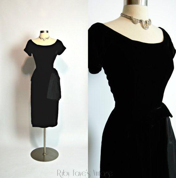 """40er 50er Jahre Vintage schwarzem Samt Kurzarm Kurve umarmt Wiggle Kleid 26"""" Taille kleiner"""