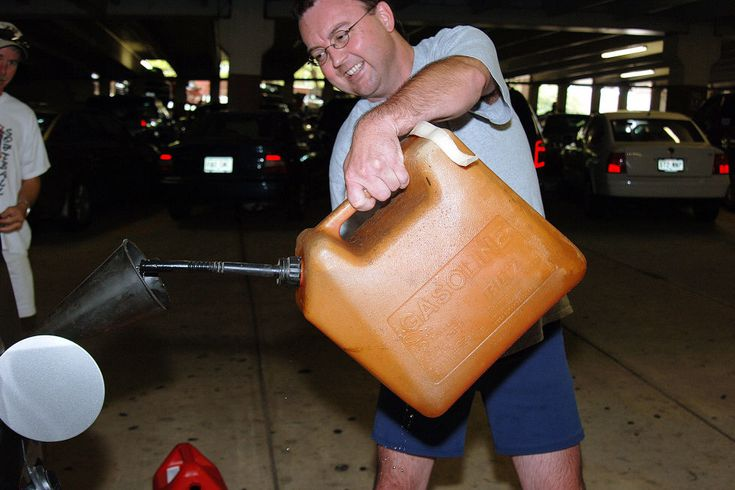 With Hurricane Rita set to pound Houston just weeks after Hurricane Katrina, residents evacuated in what became the worst traffic jam in the city's history. Instead of worrying about his own safety, however, generous resident Daniel Flynn actually gave out free gas to a needy motorist before the storm hit.