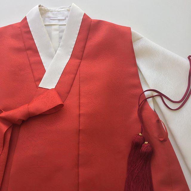 한복 스튜디오 이노주단, 오늘의 한복 |  Today's HAN-BOK by INOHJUDAN . www.inohjudan.com  www.inohjudan.co.kr . COPYRIGHT (C) 2012 - 2016 INOHJUDAN. ALL RIGHTS RESERVED. 디자인 및 디테일은 이노주단 고유의 자산 입니다. 카피 또는 변경 디자인 판매시 강력한 법적 조치와 손해배상 청구를 이행할 수 있습니다. . #inohjudan_seoul #inohjudan_art #이노주단 #한복 #inohjudan #hanbok  #haute_couture #결혼예복 #현재를위한18세기한복 #IOJD #RTW #최선을다하는_정성스런_작업으로_보답하겠습니다