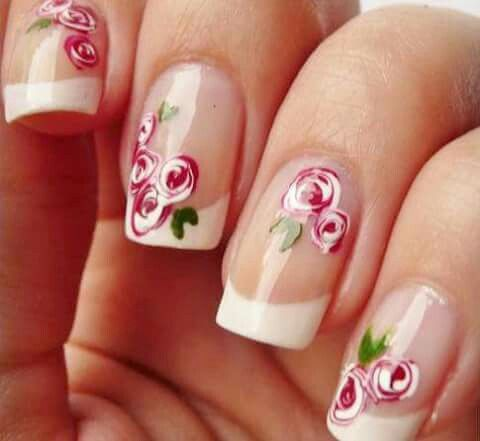 Uñas rosas flores francés. Nails