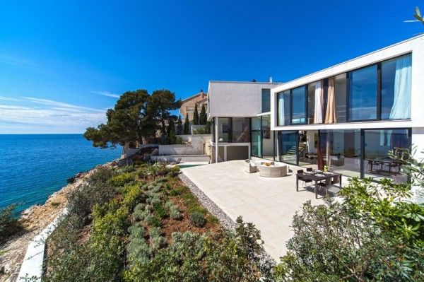 Amazing Outdoor Area from Luxury Resort Design Overlooking the Beauty Beach in Croatian 600x399 Luxury Resort Design Overlooking the Beauty Beach in Croatian