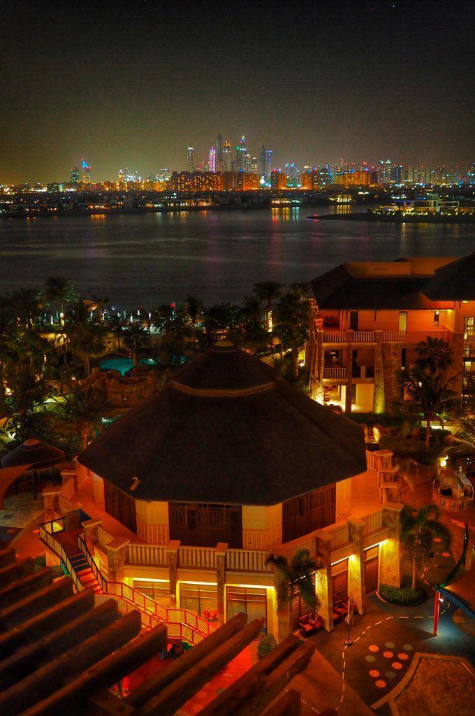 Sofitel Dubai The Palm resort & spa Dubai Marina yöllä