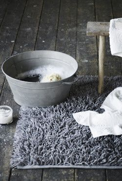 Good Ideas For You | Miraculous Foot Soak Mix 1/4 cup Listerine, 1/4 cup vinegar and 1/2 cup of hot water. Soak feet for 15 minutes. Clean off dead skin with brush.
