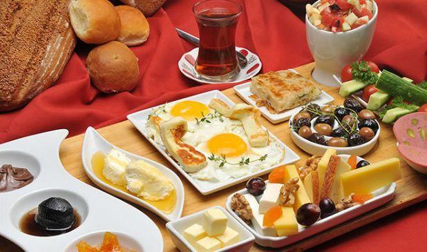Турецкий завтрак – очень важный ритуал дня в Турции. Как завтракают турецкие семьи?