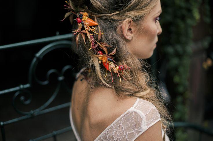 INNA Studio_ flowers for hair / kwiaty do włosów / jesienne kolory / dekoracja rozpuszczonych włosów / fot. JOANNA.DORSZYK.photography