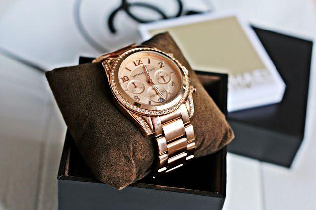 Tại thị trường Việt Nam, đồng hồ Michael Kors vừa ra nhập cách đây không lâu nên có khá ít thông tin về thương hiệu mới này, khiến nhiều người còn khá mơ hồ và băn khoăn khi quyết định mua đồng hồ Michael Kors hay một thương hiệu khác.