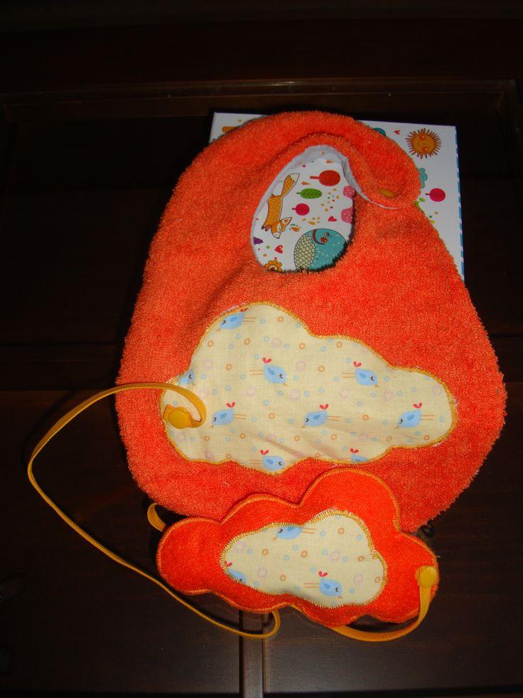 Babero juguete de toalla naranja