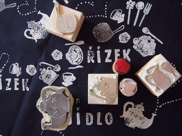 indigo patterns block print Ruční tisk autorskými razítky na české bavlněné plátno obarvené v české modrotiskové dílně. Design Dana Lindenthalová