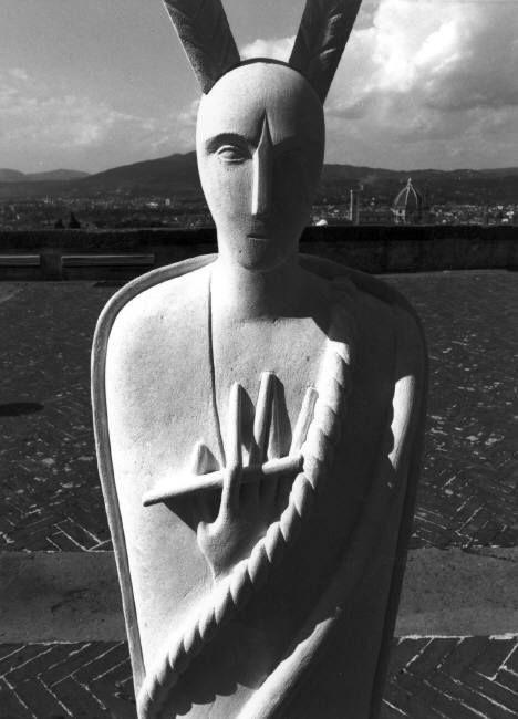 Ferdinando Scianna – Italia, Firenze: Scultura di Mimmo Paladino a forte del Belvedere, 1993