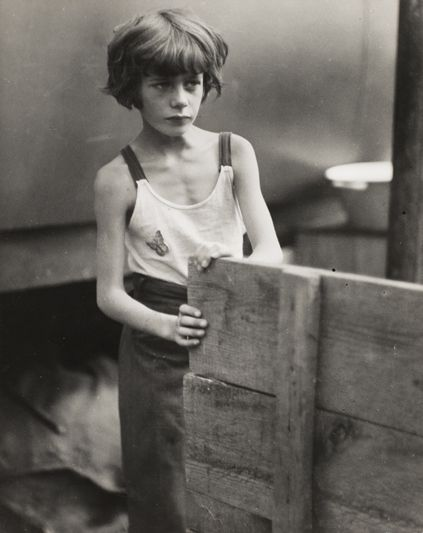 Zirkus, Berlin 1931, photo by Marianne Breslauer