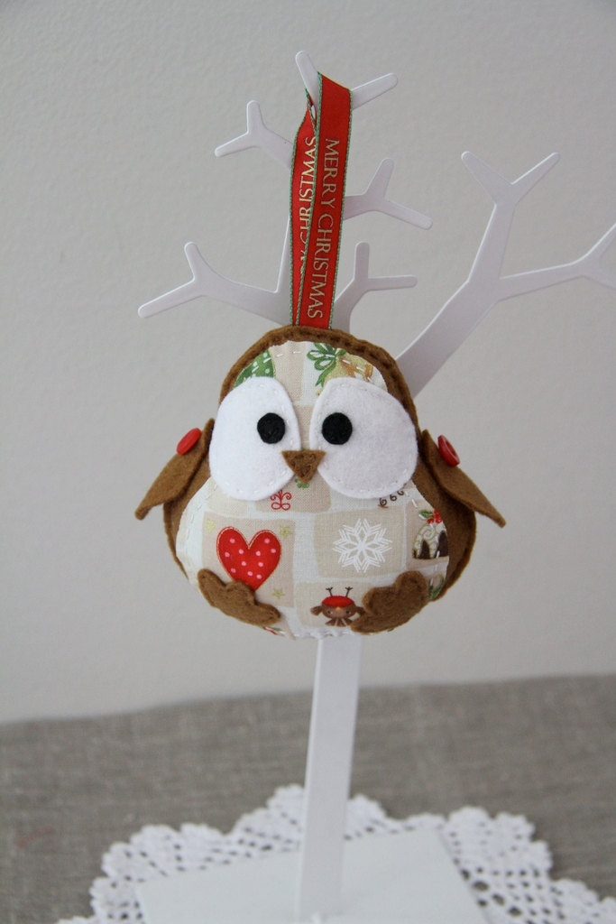 Polka dots Christmas robin bird with red heart on a belly, decoration. via Etsy.