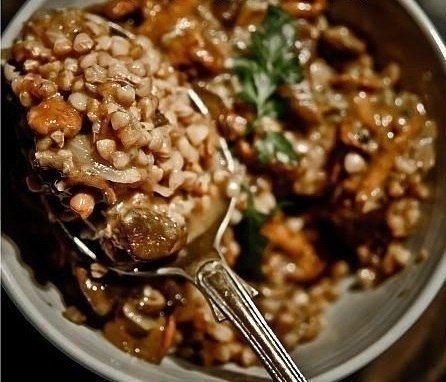 Фото к рецепту: Гречка с мясом и грибами.