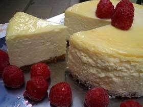 私が大好きなのが「ヒルトンホテルのチーズケーキ」。皆に「好き好き!」言いまくっているので、誕生日やクリスマスには学生や主人からたくさんもらいます。でも自分で作れたら、これは幸せかも! #チーズケーキ