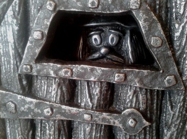 """Ключница""""За дверью..."""" - ключница, ключница ручной работы, ключницы, ключница вешалка# Handmade#  art castings of aluminium#сувениры#металл"""