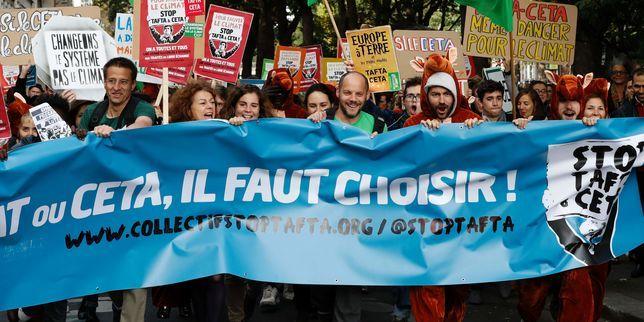 """Pourquoi les Wallons bloquent le CETA... """"Les Européens ont moins de deux semaines pour tenir le calendrier fixé et approuver le CETA, l'accord commercial entre l'Union européenne et le Canada . Y arriveront-ils  ? Les récents votes de députés francophones belges et les critiques qui enflent en Europe vont-ils la mécanique ?..""""... http://www.lemonde.fr/economie/article/2016/10/17/pourquoi-les-wallons-bloquent-le-ceta_5015033_3234.html#XypsvCGFqSPV8wil.99"""