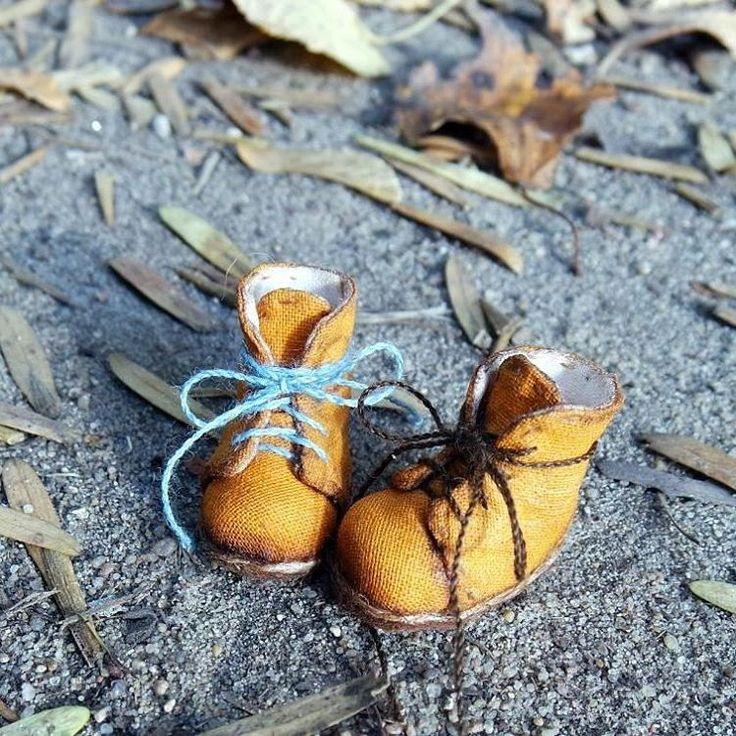 Ах, эти желтые ботинки) Из песни слов не выкинешь:)#желтыеботинки#ботинки#осень#шлинонгиподороге#осенниетропки#листья#желтый#обвькуклам