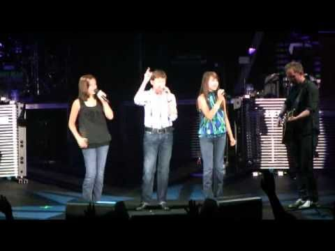 Amazing Child Singers - Jesus Messiah with Chris Tomlin in Memphis    I LOVE IT!!! PRAISE GOD!!!
