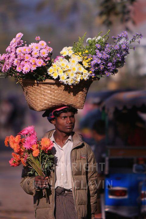 A flower seller in Sittwe.Ein Blumenverkäufer in Sittwe.Burma_0056