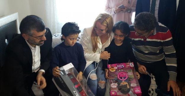 Linsay Lohan'dan Sultanbeyli'deki Suriyeli aileye 2. ziyaret