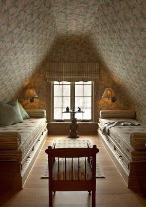 спальня в мансарде, люблю стены оклеил потолок! по Корин