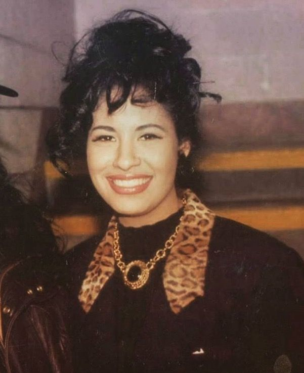 selena la reina de tejano essay Special event: the texas tenors / the selena experience it's hard to believe more than 20 years have passed since selena was taken from this world far too soon even though she was known as la reina de tejano, selena was more than a tejano artist.