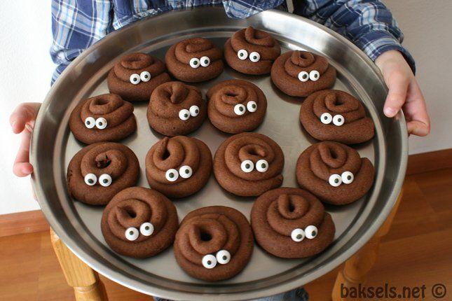 Moet je zoon of dochter binnenkort trakteren of wil je jouw gasten laten schrikken? Maak dan deze heerlijke poep koekjes!