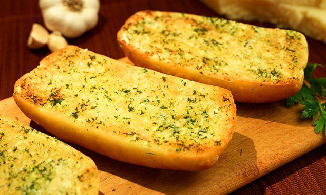 Peki ya o İtalyan restoranlardaki sarımsaklı ekmeklerin sırrı ne?