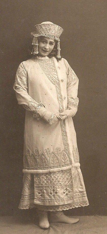 Antonina Nezhdanova, a Russian opera soprano singer, wearing a traditional costume. 1911. #Russian_costume #old_photographs #kokoshnik