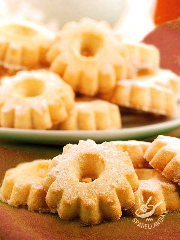 Canestrelli  - I Canestrelli sono delicati dolcetti spolverati di zucchero a velo davvero irresistibili. Ne esistono molte versioni: eccone una buonissima!