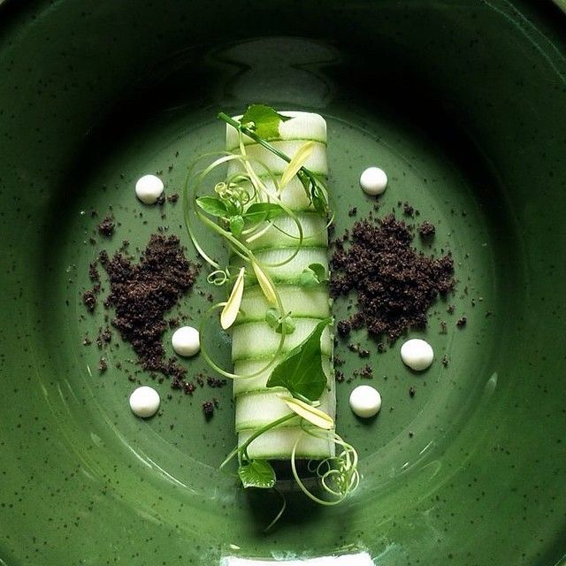 Crab salad wrapped with cucumber - by chef Wuttisak on IG #plating #gastronomy