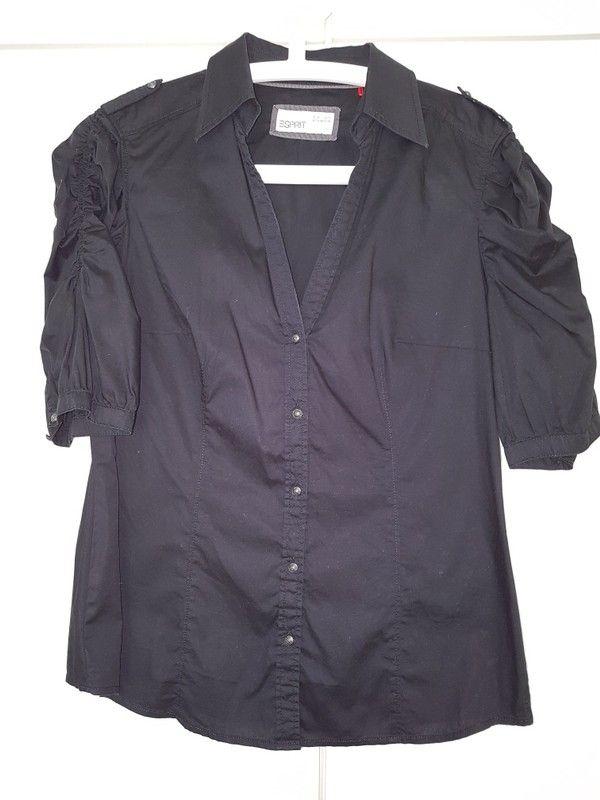 Schwarze Bluse von Esprit mit gerafften Ärmeln tolle Knöpfe